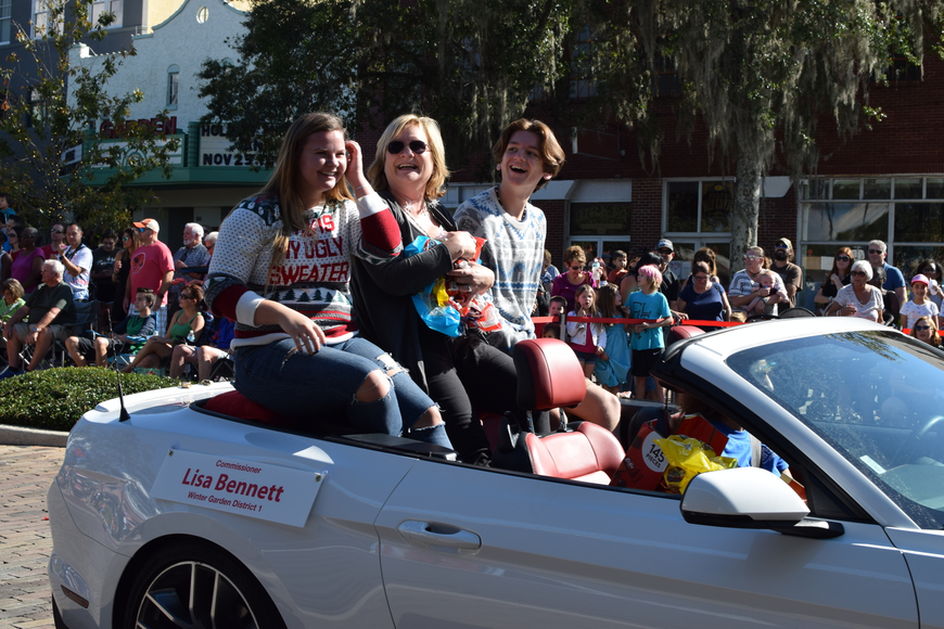 Winter Garden Commissioner District 1 Lisa Bennett distributes candies to parade attendees.