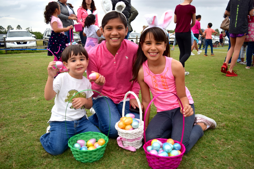 Christian Angulo, Ximena Montenegro and Camila Angulo showed off all their Easter eggs.