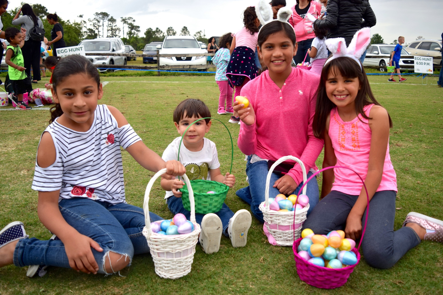 Alexandra Montenegro, Christian Angulo, Ximena Montenegro and Camila Angulo had a blast hunting for eggs together.