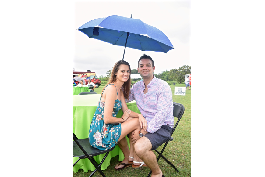 Jen DeMarco and Chris Harrison cozied up under an umbrella.
