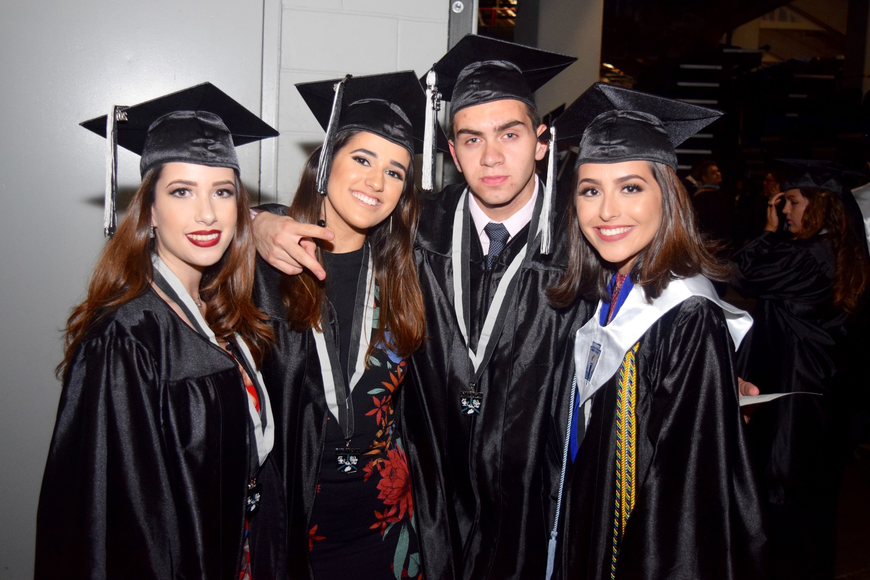 Thais Campello, Mariana Santos, Victor Pallesi and Isabela Duarte looked great in their caps and gowns.