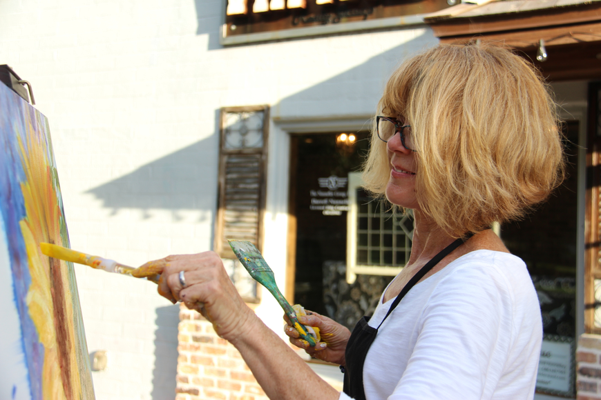 Linda Lee Holmes painted a sunflower for her live art demonstration.