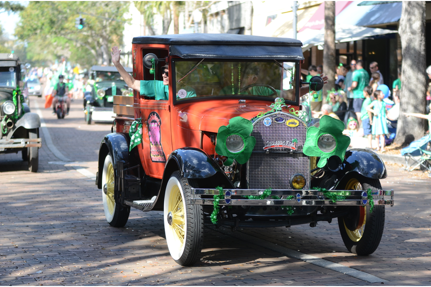 The parade featured plenty of retro cars driving down Park Avenue.