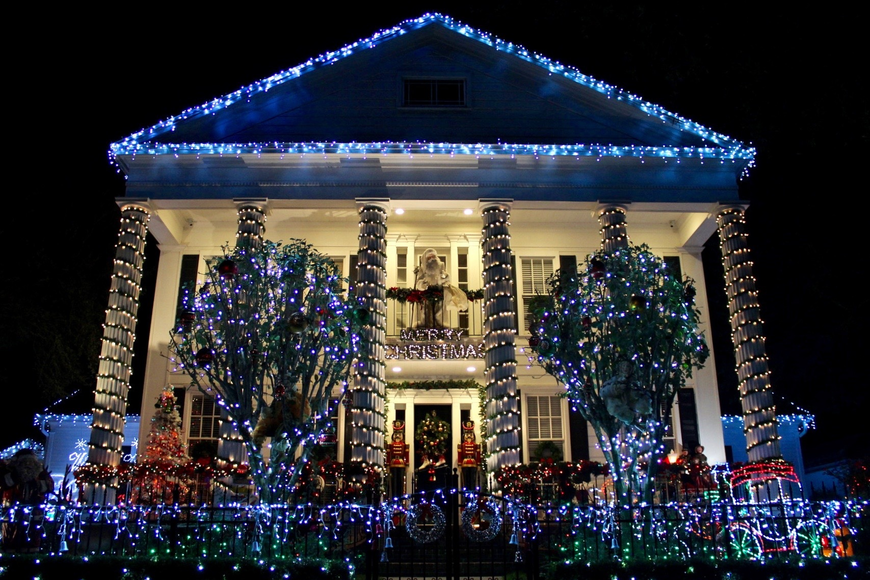 Christmas Light Displays.For An Over The Top Christmas Light Display Turn To The